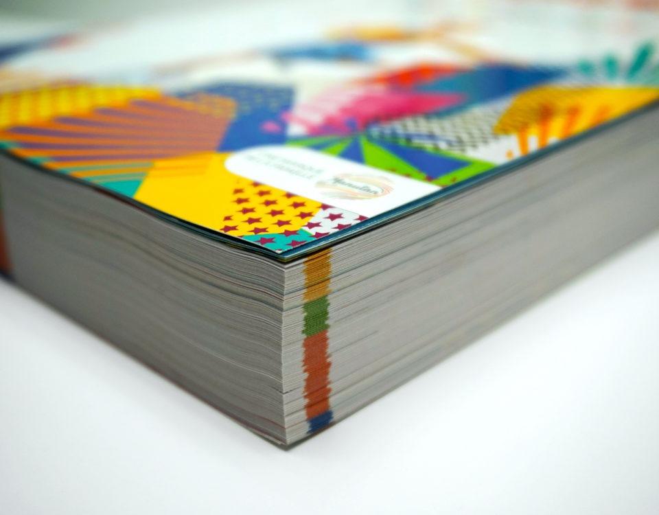Détails des pages d'un catalogue et mise en avant des couleurs